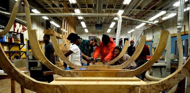 Crianças em uma aula no Rocking the Boat, NY, 2014 (Fonte: Rocking the Boat)