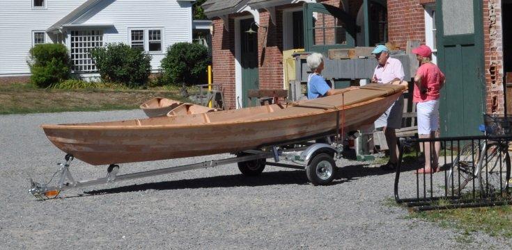 Barco pronto em uma semana, construído a partir de um kit de compensado (Fonte: próprio autor)