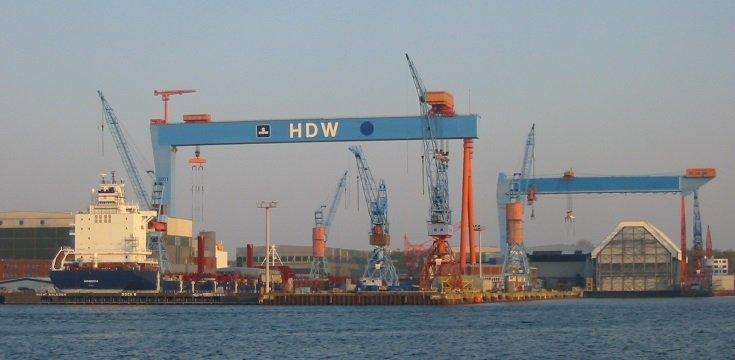 Típico estaleiro de grandes navios, em Kiel.