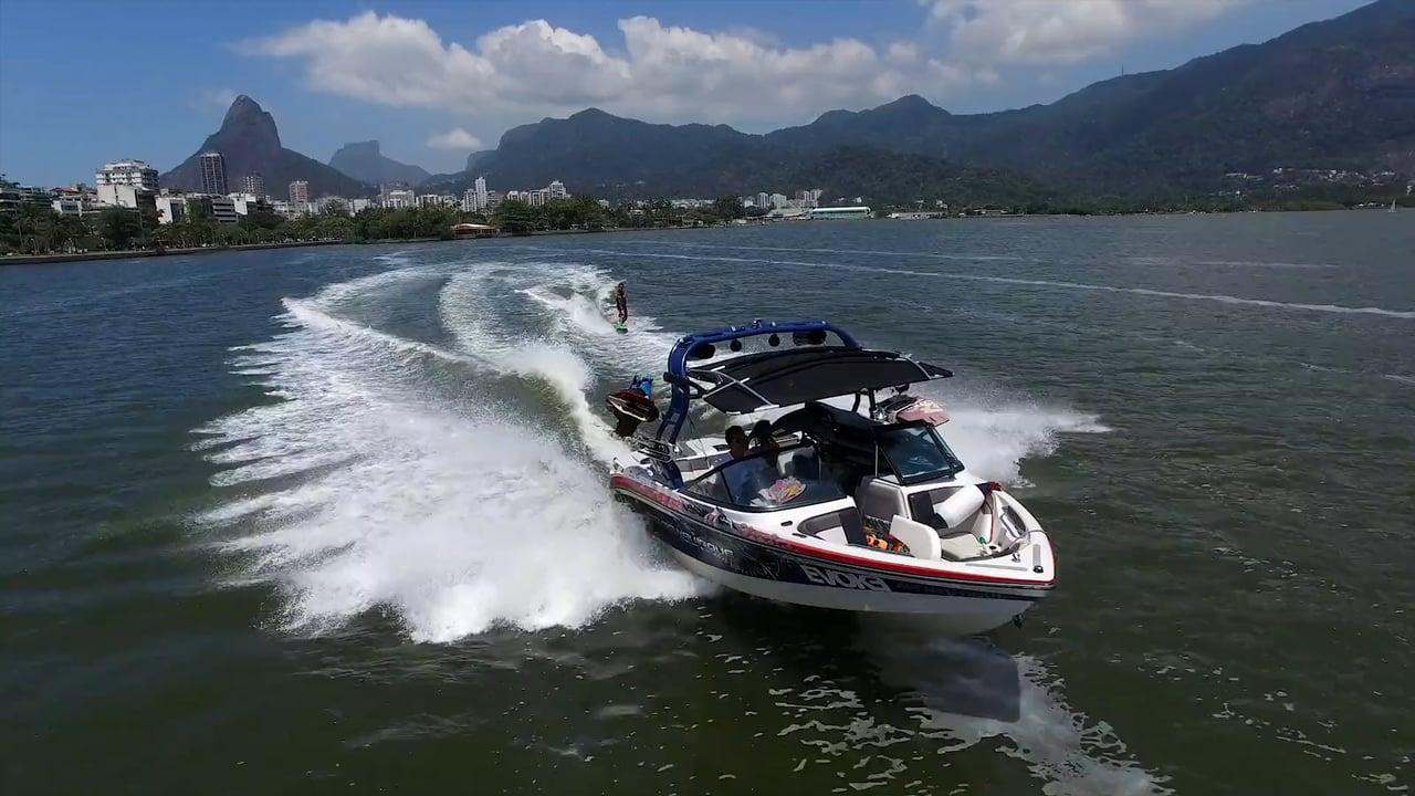 Outro esporte muito praticado nas águas da Lagoa é o wakeboard.