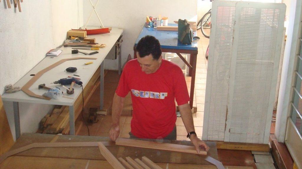 Garagem/oficina em casa para construção de veleiro